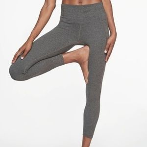 NWOT Athleta Gray Salutation 7/8 Leggings